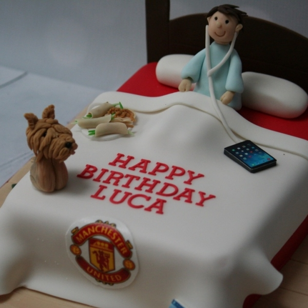 Manchester United bedroom cake