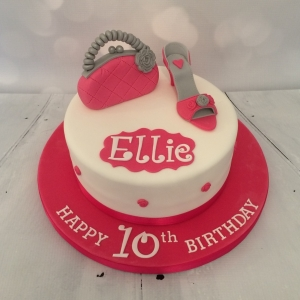 Hot pink handbags & shoes cake