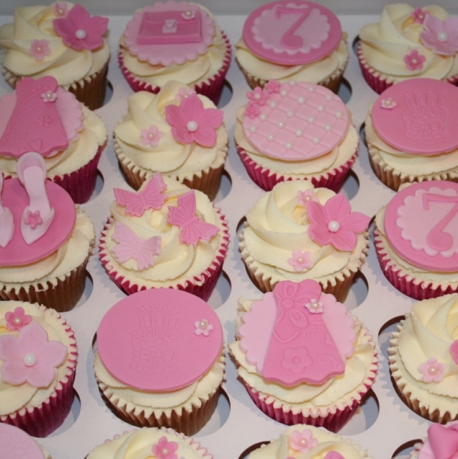 Pink/girly cupcakes - fashion theme