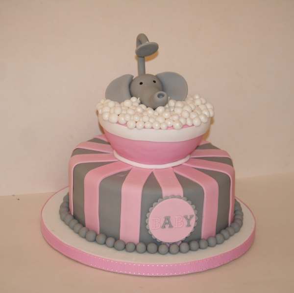 Elephant in tub babyshower cake