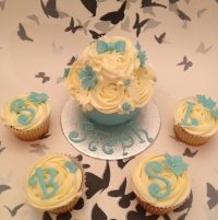 Baby giant cupcake - blue