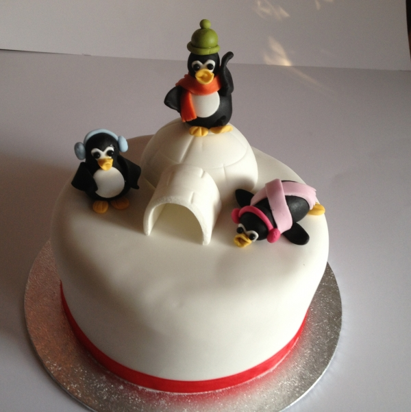 Cute penguins Christmas cake
