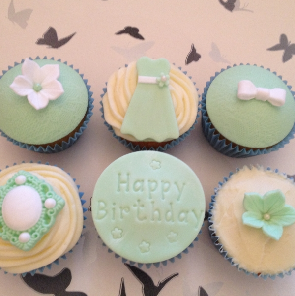 Birthday cupcakes - green (1)