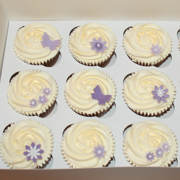 Purple flowers & butterflies cupcakes