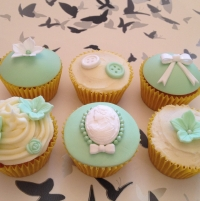Birthday cupcakes - green (2)