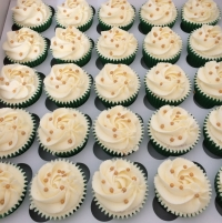 Gold pearl wedding cupcakes