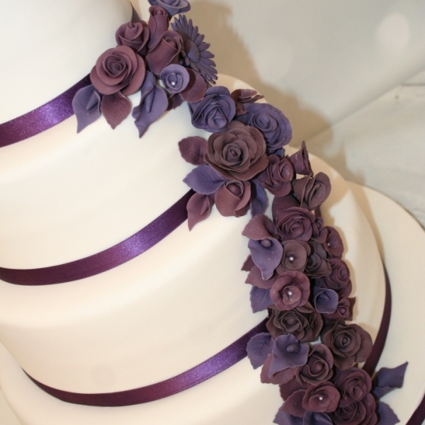wedding cake with purple flowers purple flowers wedding cake up 26946