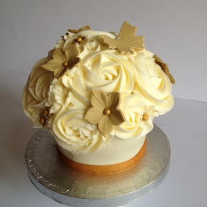 Baby giant cupcake - neutral colours