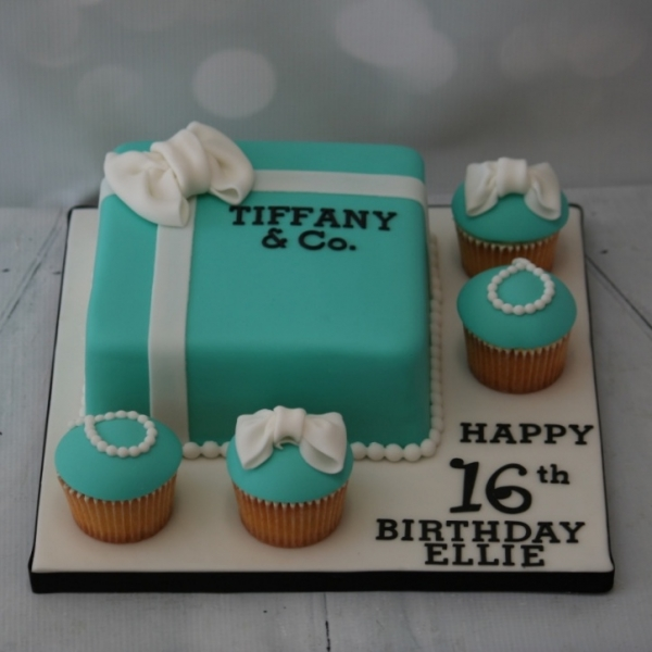 Tiffany box & cupcakes