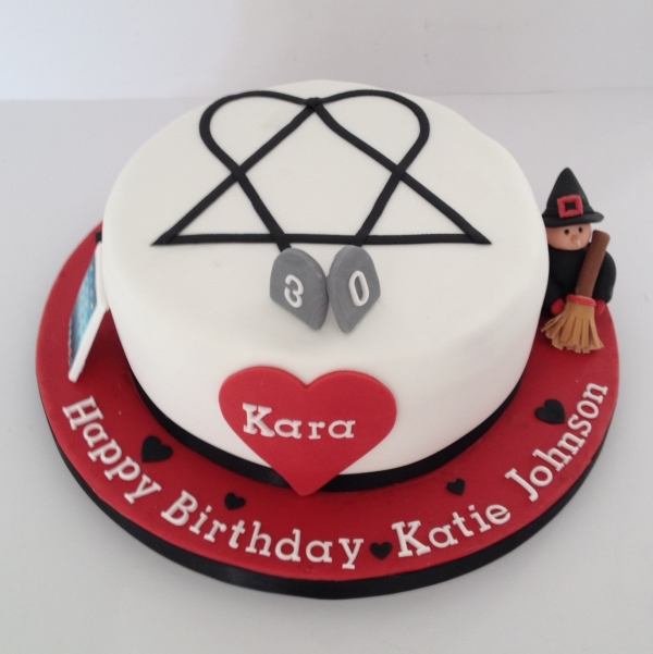 Heartagram cake