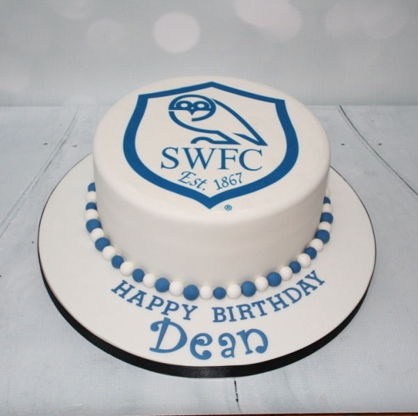 Sheffield Wednesday badge cake