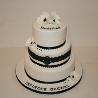 Black & white flowers celebration cake