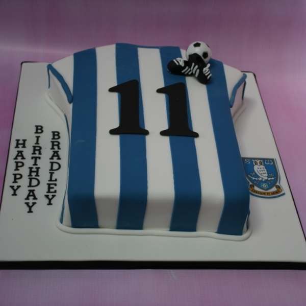 Sheffield Wednesday shirt cake (new logo)