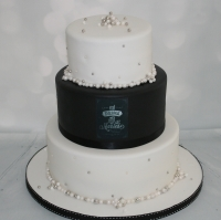 Black & pearl wedding cake - 3 tier