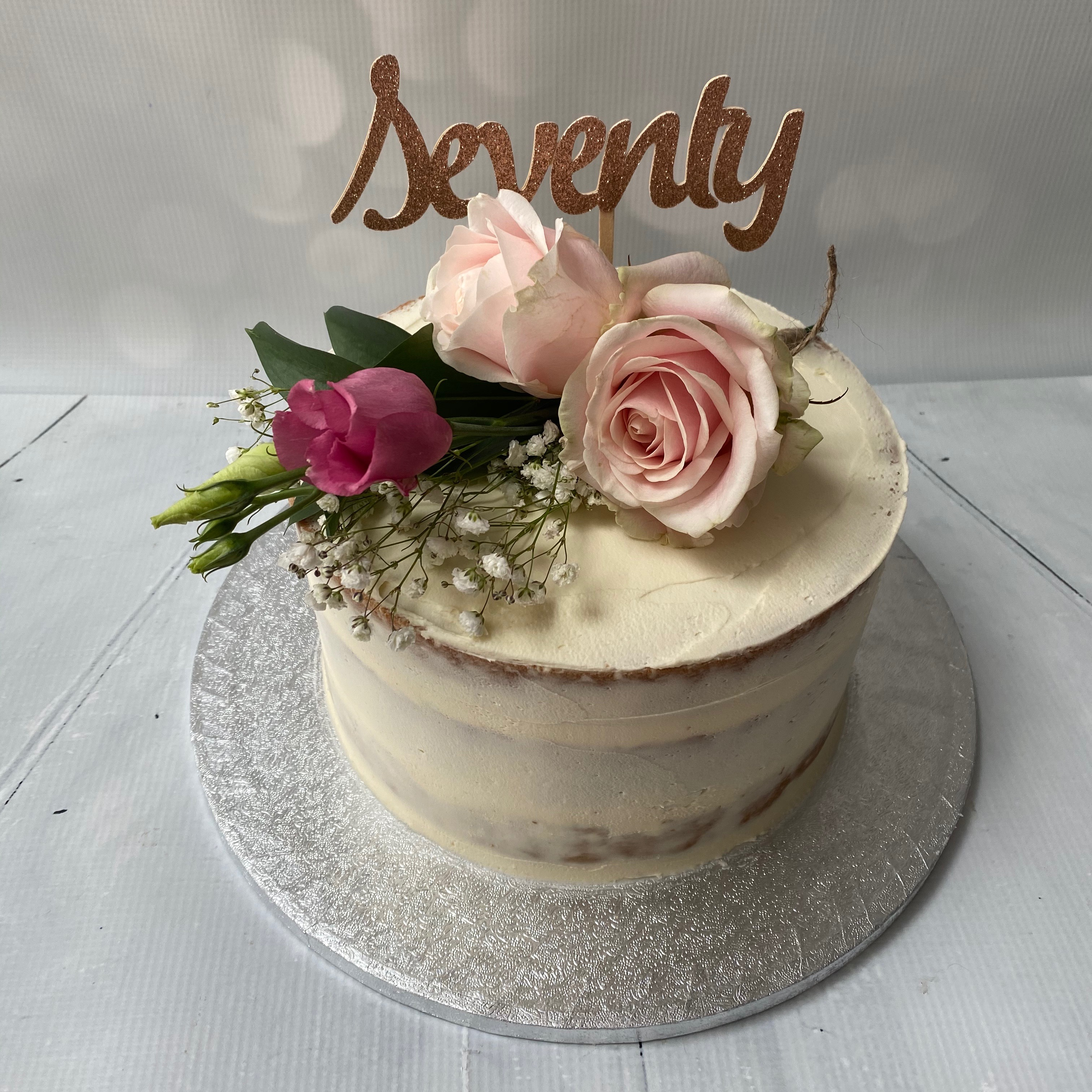 Fresh flowers buttercream / semi-naked cake