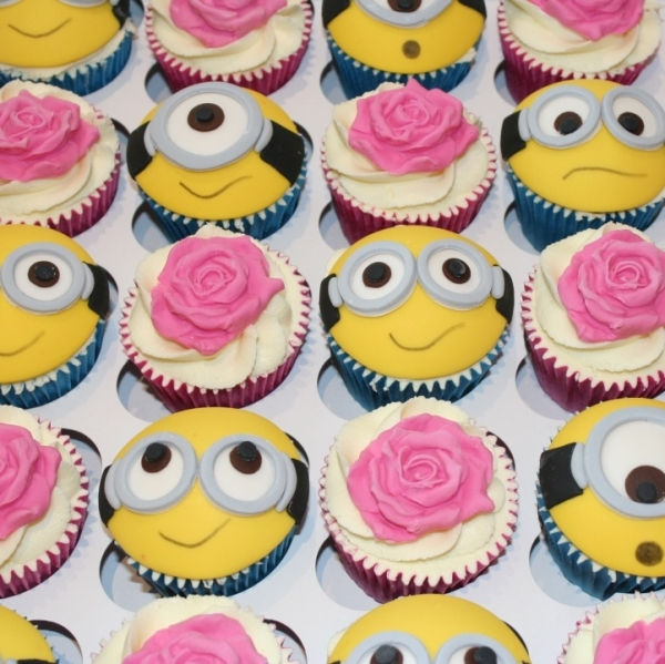 Minion & roses cupcakes