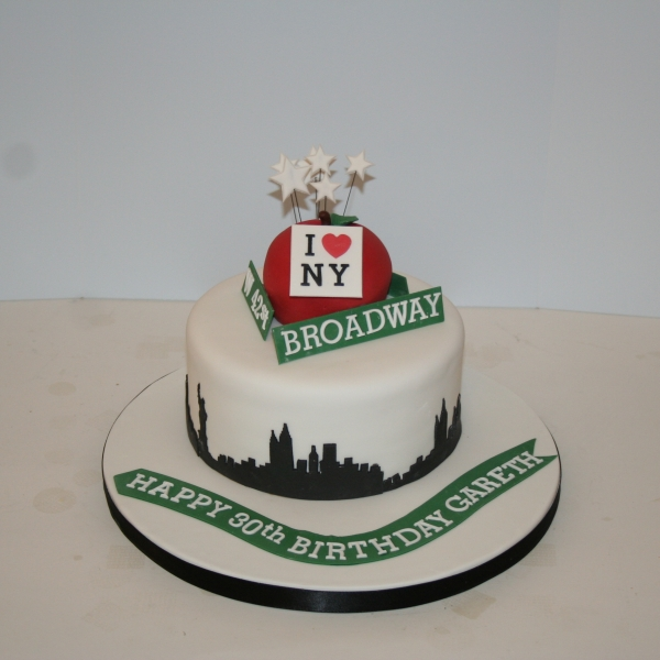 New York skyline & big apple cake