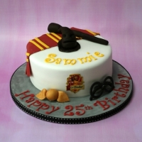Gryffindor theme Harry Potter cake